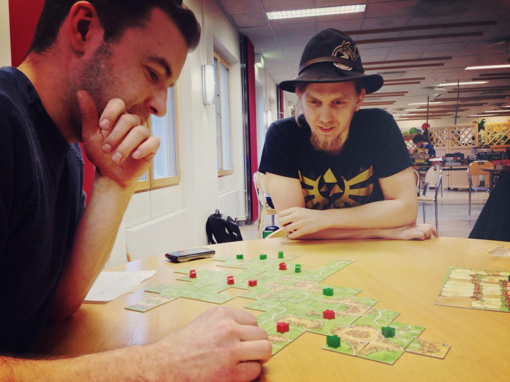 Jon-Alexander Henriksson säkrar vinsten i sista kvalmatchen mot Magnus Anderberg.
