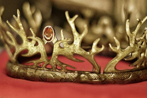 Joffrey Barratheons kungakrona är en av många föremål på utställningen Maktspel som har premiär på fredag på Livrustkammaren. Foto: Pressbild