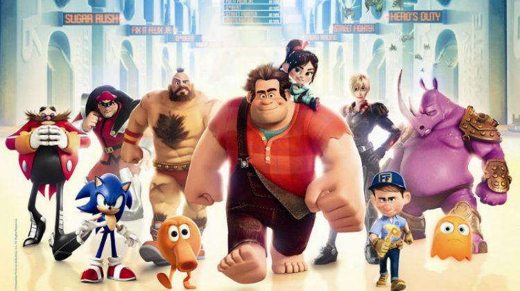Röjar-Ralf är biffen i mitten, på axeln sitter Vanilja von Sockertopp. Tjejen bakom till höger är Tamora Jean Calhoun från Hero's Duty och snubben med hammaren är Fix-it Felix. Resten av karaktärerna på bilden kommer från riktiga spel, vilka känner du igen?