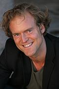 Regissören Fredrik Hiller.