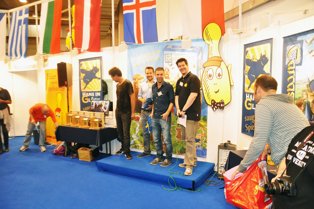 Magnus Anderberg, contestant representing Sweden and journalist from Barrikaden.se at the podium.
