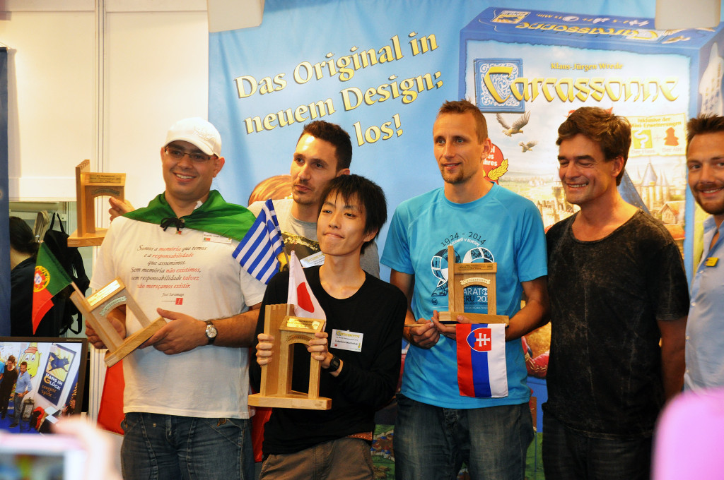 The semifinalist - Ricardo Gomez, Panteli Litsardopolus, Takafumi Mochiduki and Matej Tabac. Together with tre creator of the game - Klaus-Jürgen Wrede.