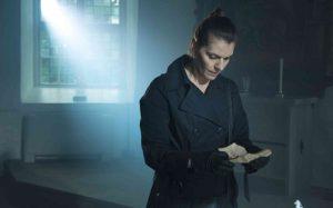 Alexandra Zetterberg som pastorn Gabriella i Vilsen. Foto: Pressbild