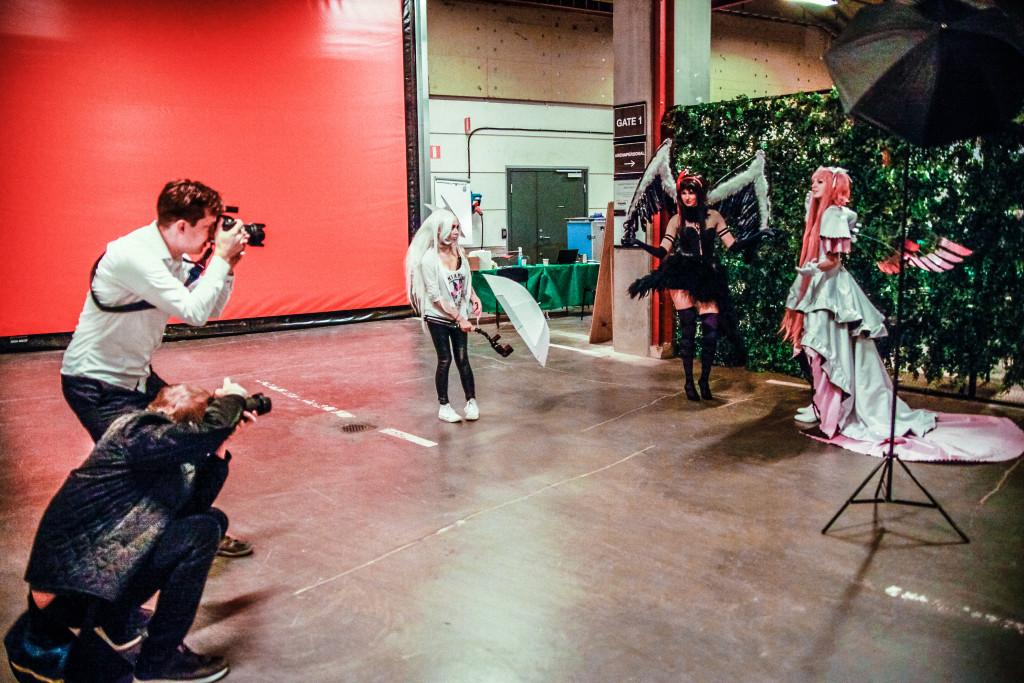 Vi hamnade bakom kulisserna när Mikael Hakali plåtade Emma-Charlotta Granath och Moa Jagenheim. Spana in många av Mikaels bilder på https://www.facebook.com/mikaelhakali/photos_stream alternativt http://www.mikaelhakali.se/