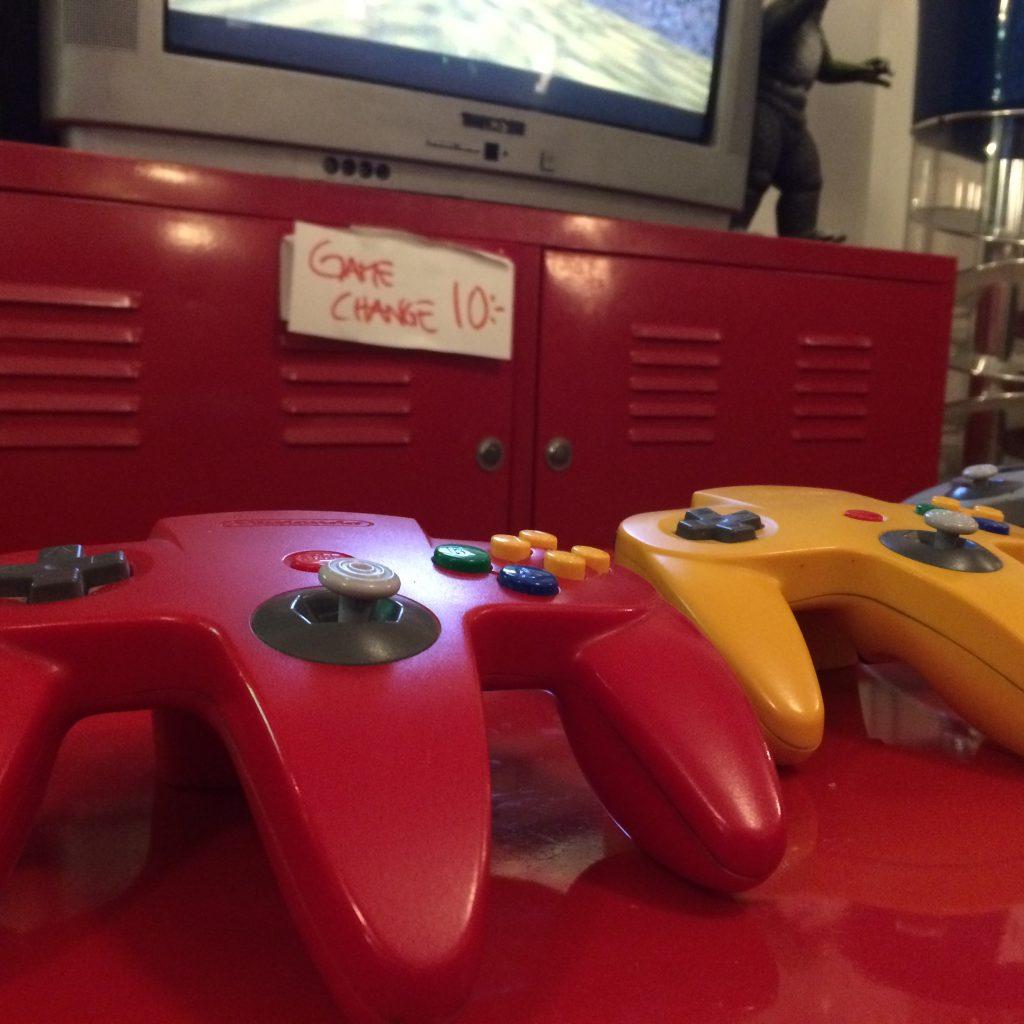 Den som får en plats framför Nintendo 64:t på Pixel kan le ett brett leende. Det tillhör nämligen en av de mest eftertraktade. Foto: Axel Johnson