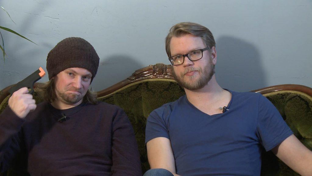 Martin Lönngren (t.v.) och Peter Almén (t.h.) leder det första avsnittet av Board Game Society.