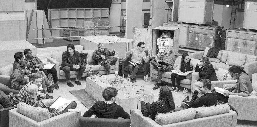 Manusläsandet av episod VII på Pinewood Studios med Harrison Ford, Daisy Ridley, Carrie Fisher, Peter Mayhew med flera. Foto: David James. © Lucasfilm Ltd, Pressbild