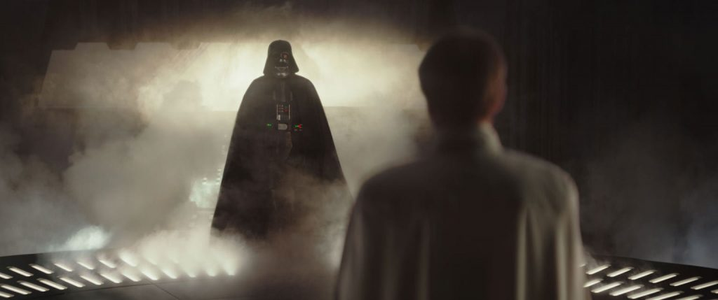Darth Vader i diskussion med Director Krennic i Rogue One: A Star Wars Story. Foto: Starwars.com