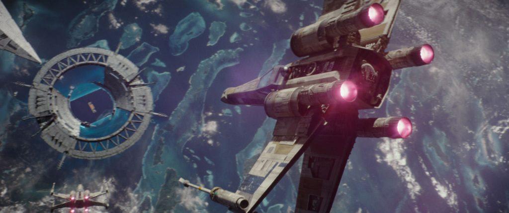 En X-Wing på väg mot stora TIE Fighter-fajten. Foto: Starwars.com