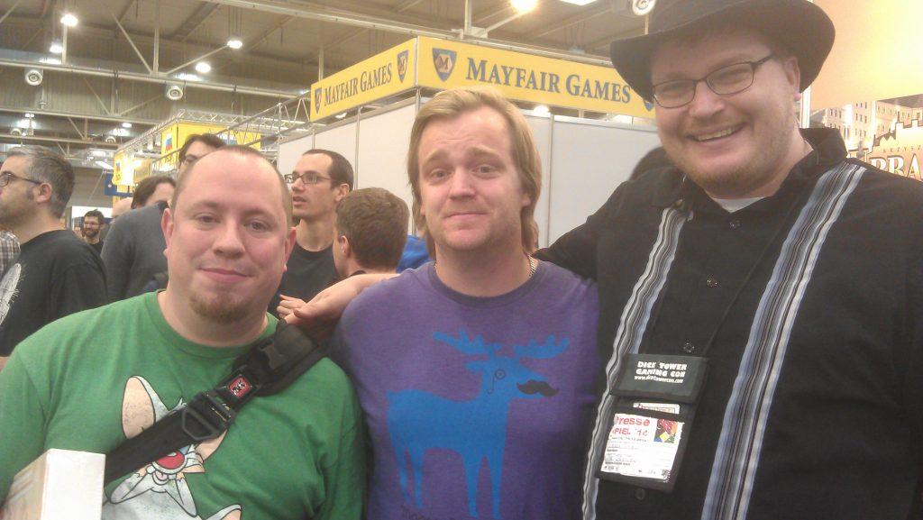Arkivbild: Jonas Hansson med Youtuberecensenterna Tom Vassel och Ryan Metzler på Spiel i Essen.