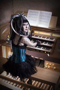 Ulla Olsson vid orgeln. Foto: Rickard Söderberg